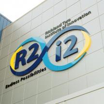 R2i2 logo