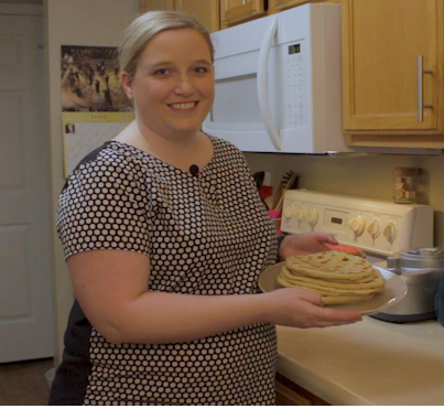 Photo of Lyndsey Maloney holding a plate of flatbread